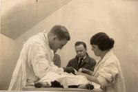 Photograph of Banting performing surgery on a dog