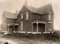 Photograph of the home of Mrs. W. T. Banting