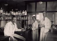 Photograph of the research staff in Banting Institute laboratory